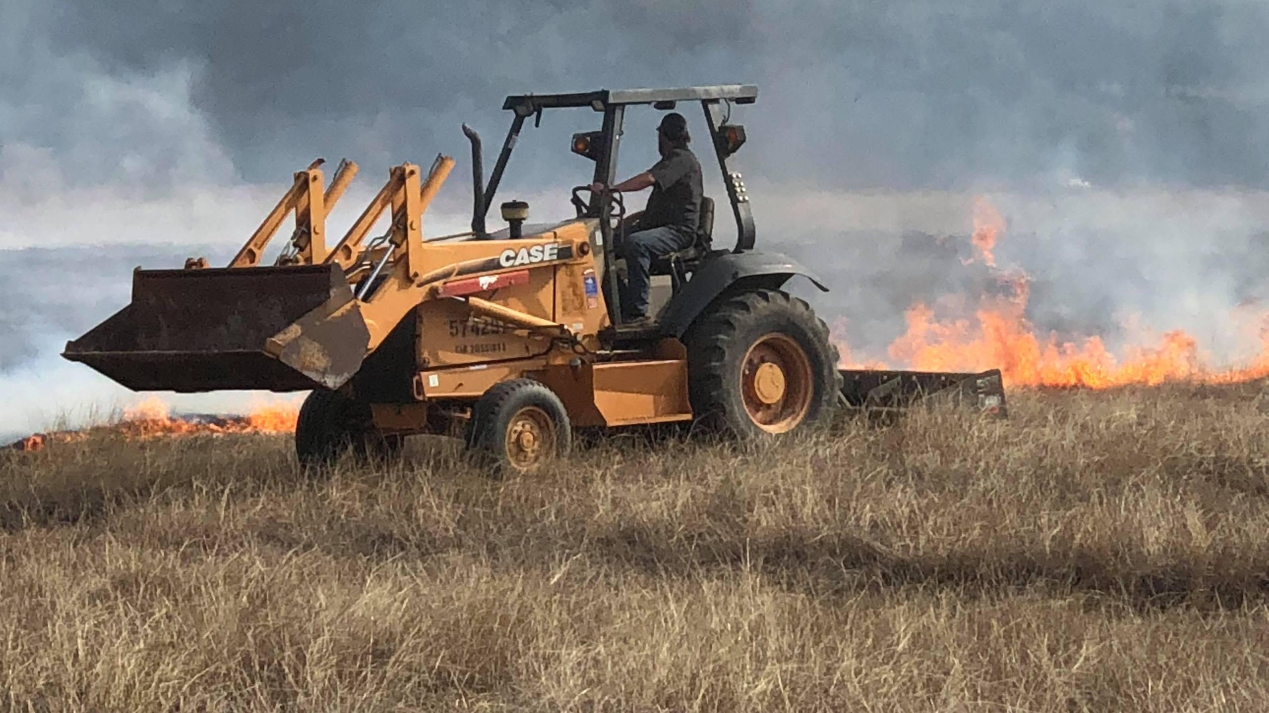 Wimberley brush fire - Jesse fighting the fire_626359