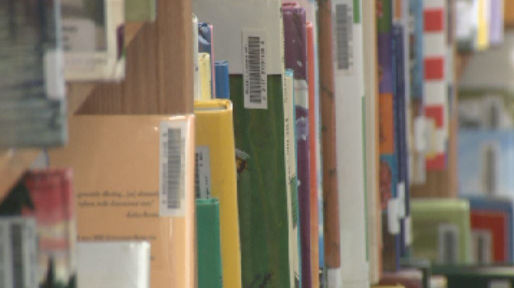 Library books on the shelf at Gullett Elementary School during the 2018 BookSpring Read-A-Thon._621767