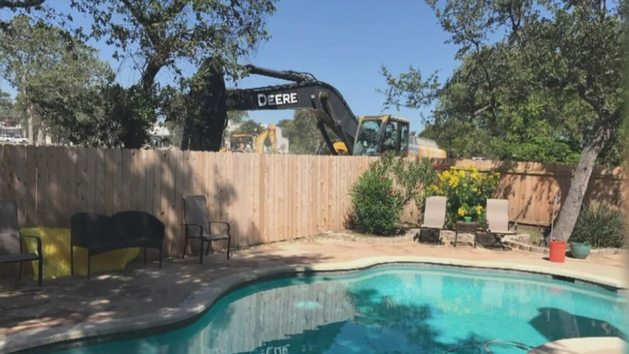 Lisa Maggio's backyard with the construction in the background. (Courtesy: Lisa Maggio)