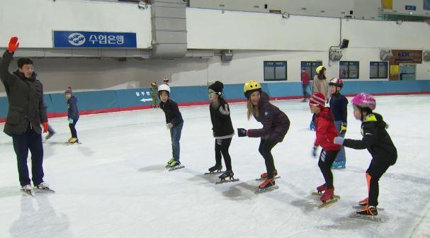 Julia Mancuso takes speed skating lesson._638721