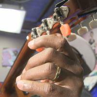 saulpaul tuning guitar_640947