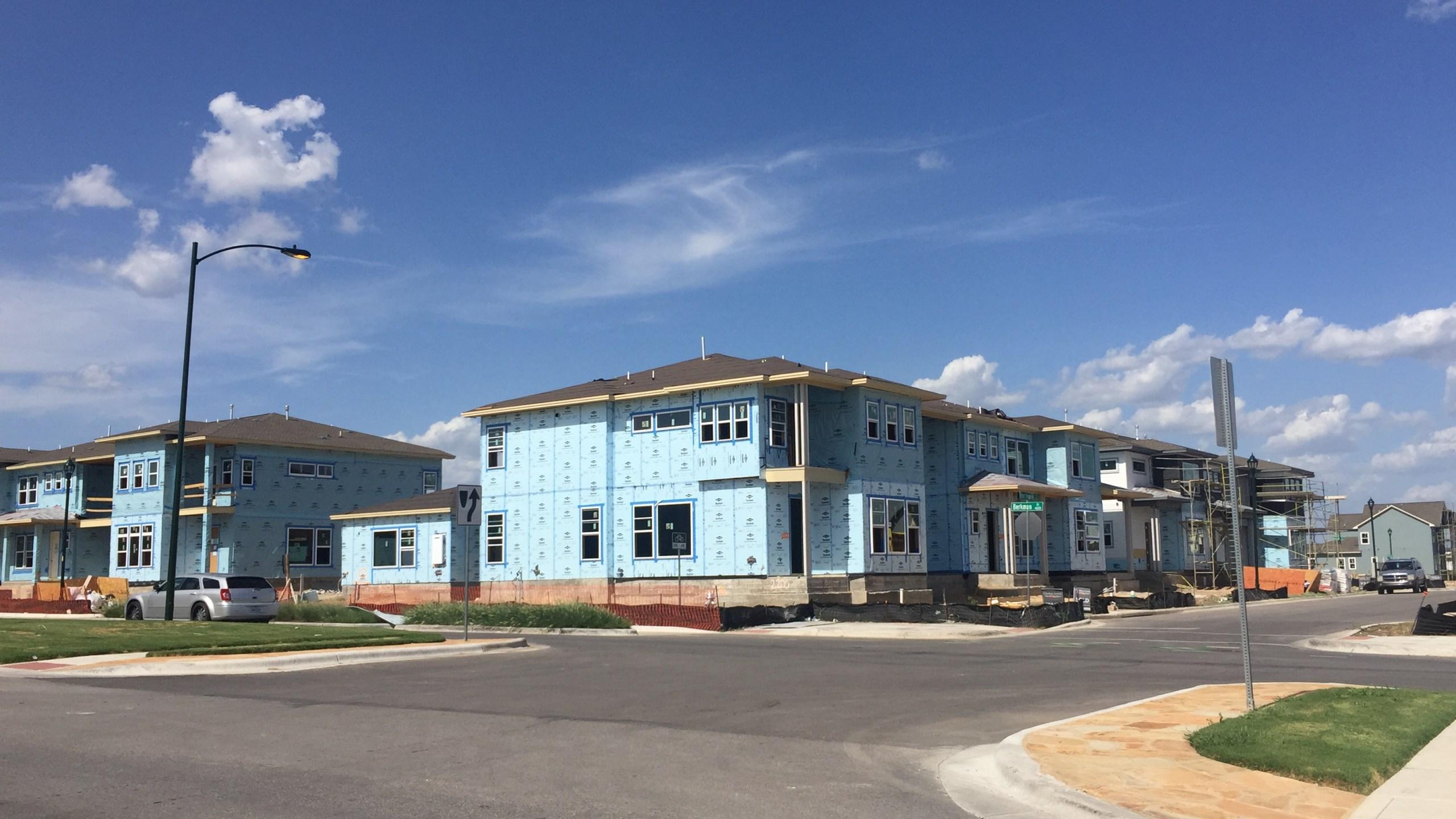Homes in the Mueller development under construction_511557