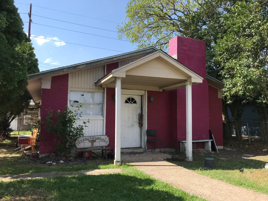 An officer was shot outside this home in the 5500 block of Ponciana Drive in southeast Austin on March 25, 2018