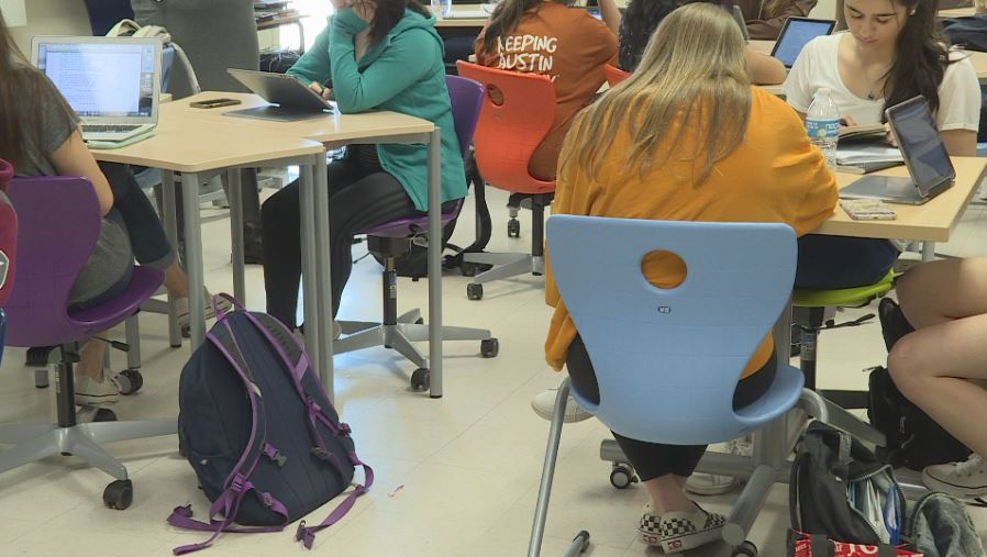 Westlake High School students learn while using _flexible furniture_ (KXAN Photo_Candy Rodriguez)_646935