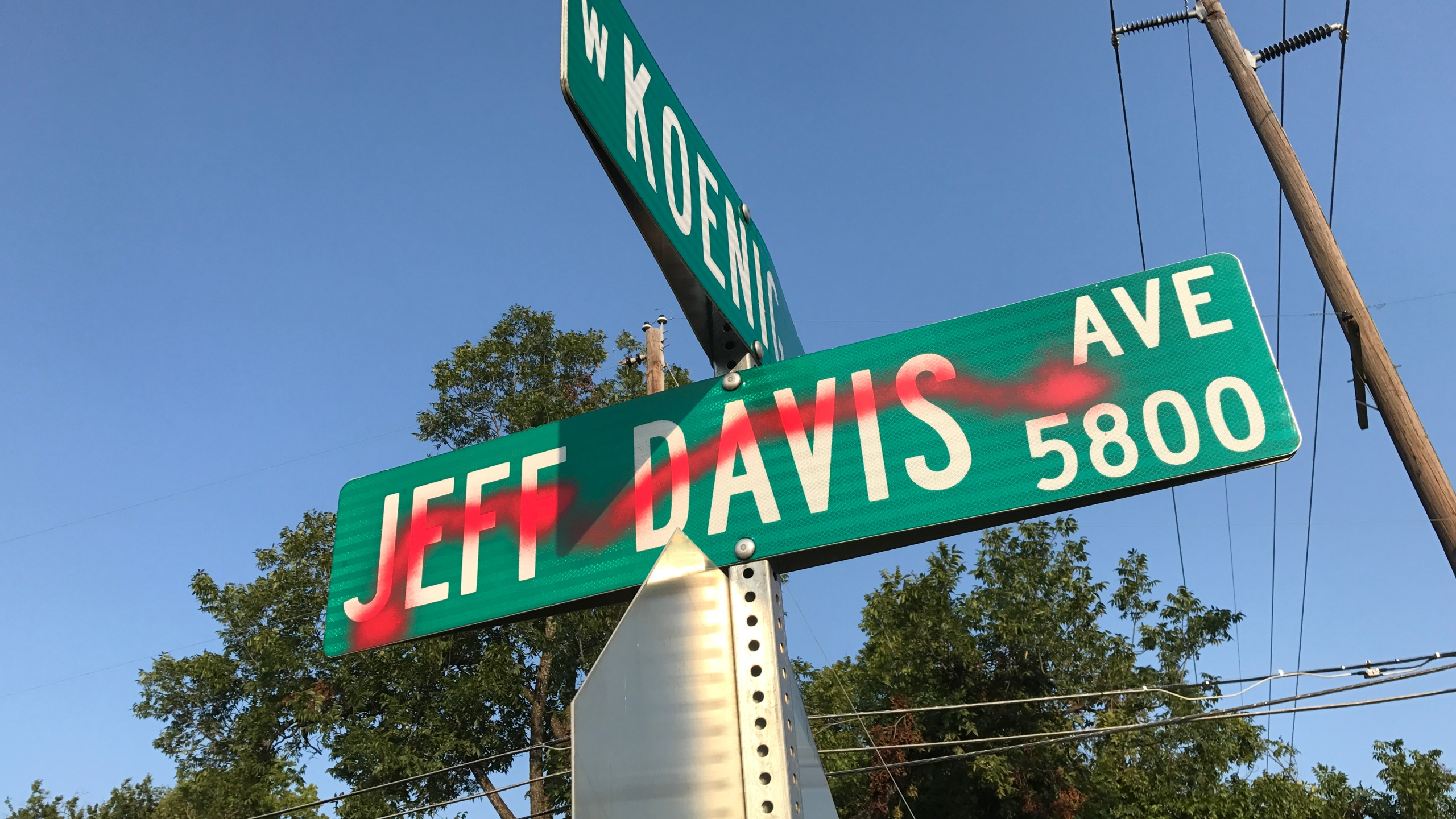 jeff davis sign vandalized_536229