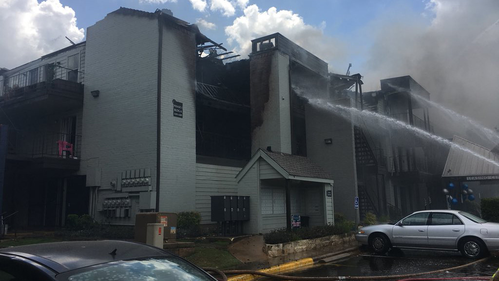 4-alarm fire at Mission James Place apartments on Victory Drive in south Austin