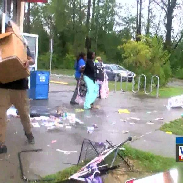 Reporter_confronts_looters_0_20180917111629-846655203-846655203