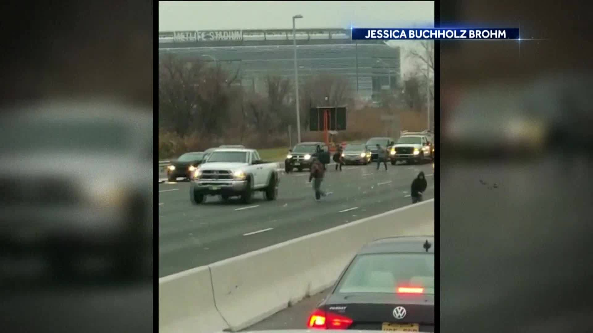 Over__500K_spilled_from_armored_truck____7_20181215040537