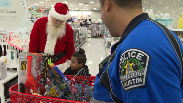 Amigo en Azul's 17th Annual 'Shop with a Cop' event benefits elementary students