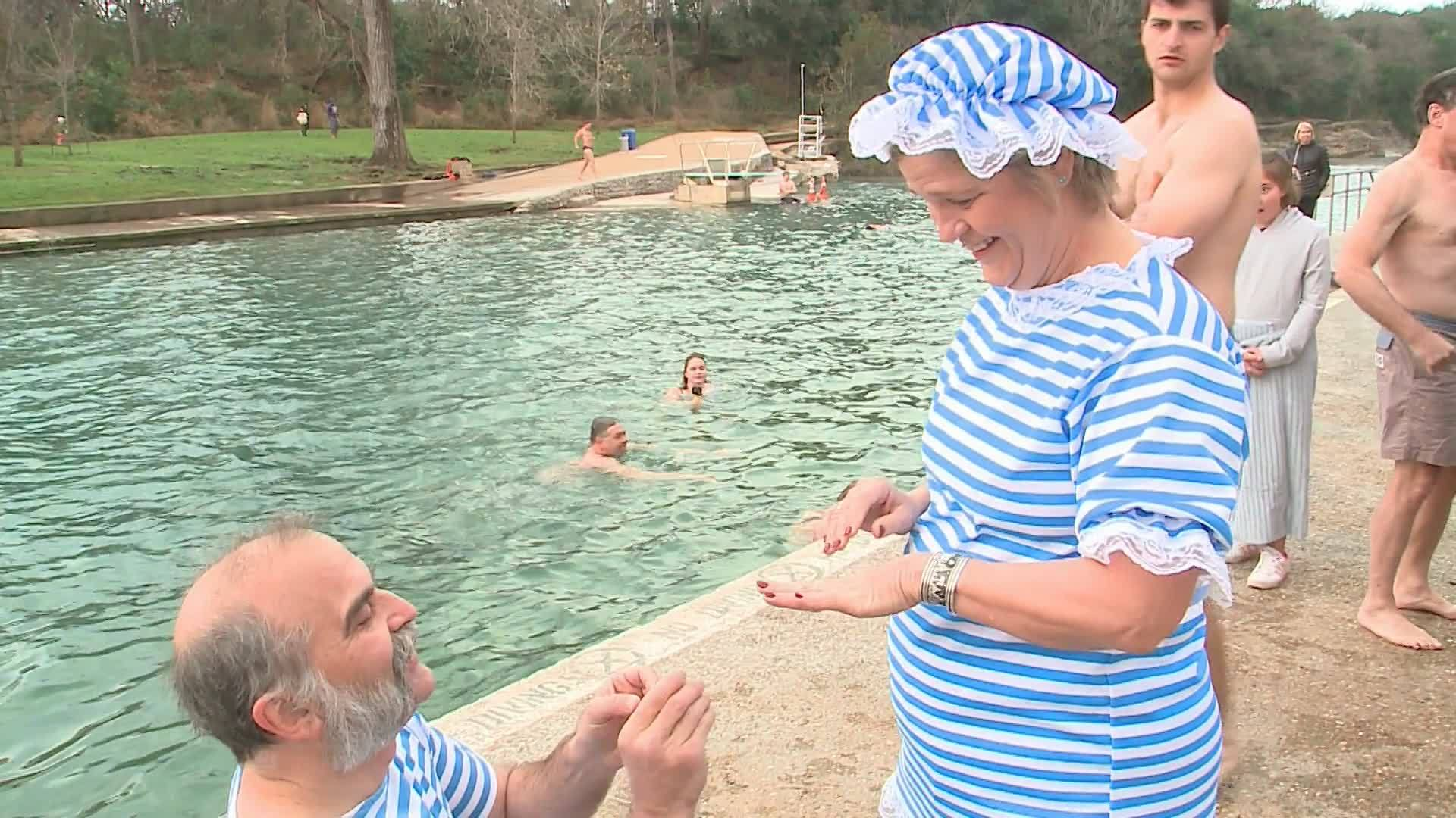 Couple_gets_engaged_at_Polar_Plunge_2019_7_20190101194244