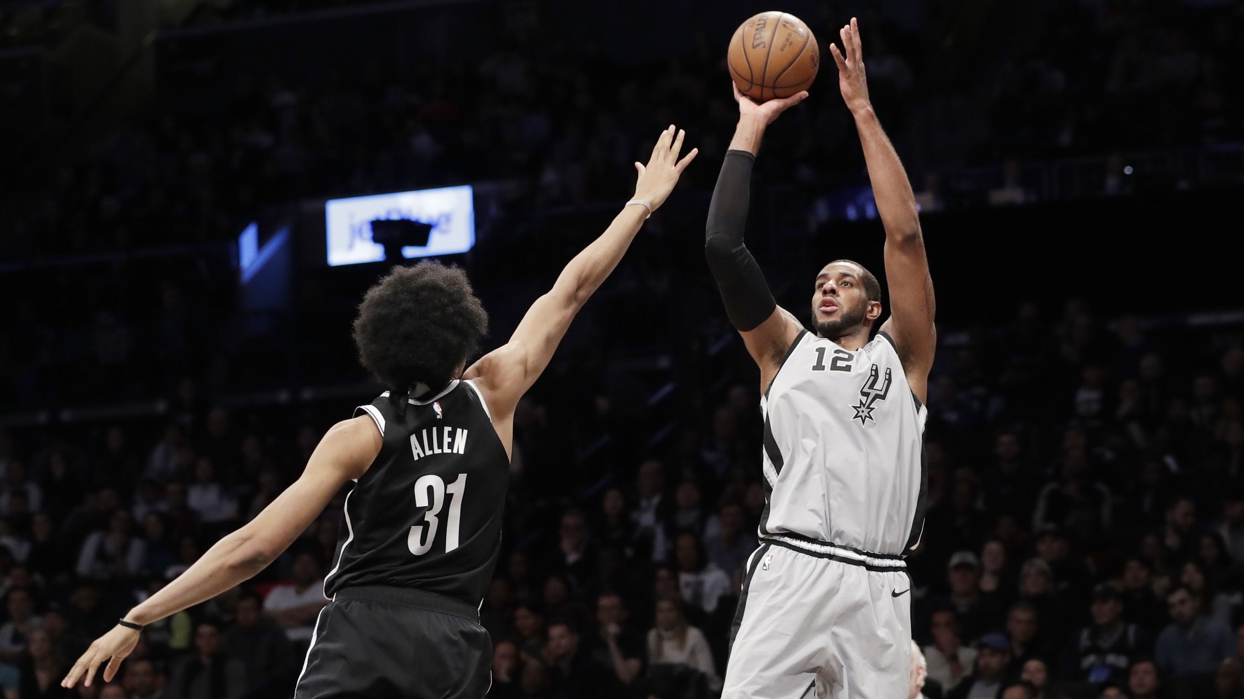Lamarcus Aldridge Nets Spurs 19