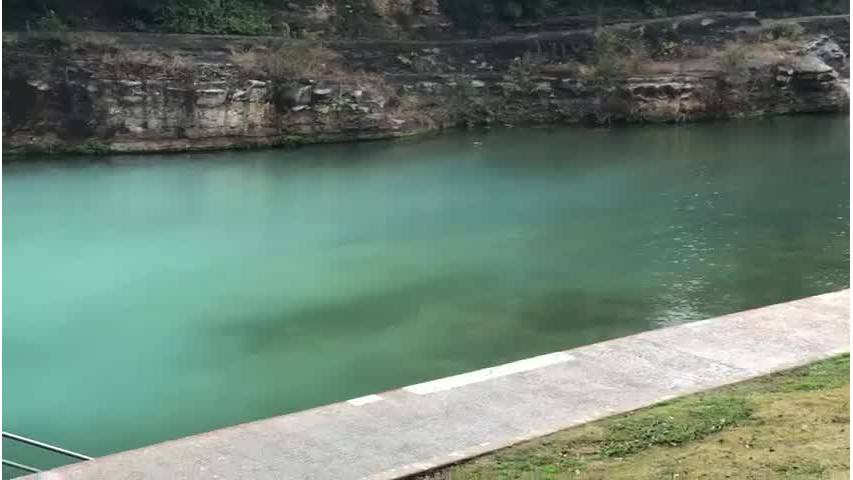 Barton_Springs_closed_because_of_cloudy__2_20181219225222