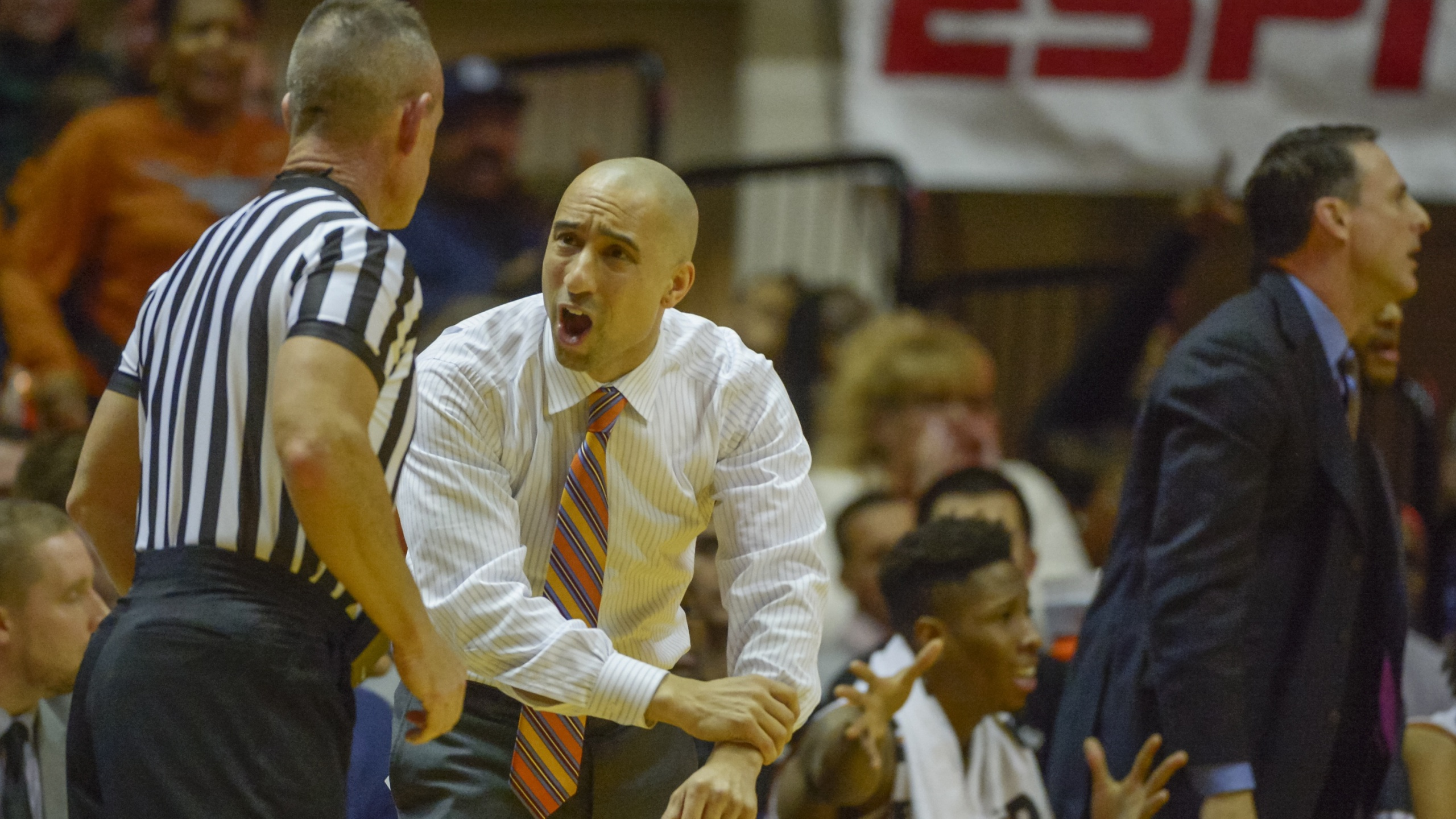 Shaka Smart Longhorns at West Virginia