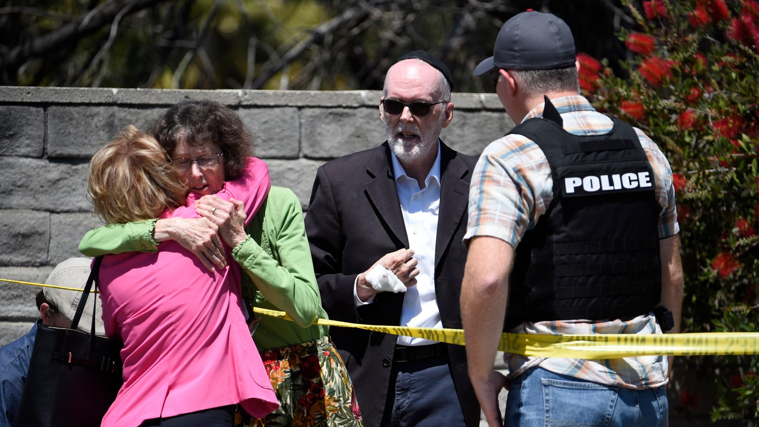 APTOPIX Synagogue Shooting-California_1556452791396