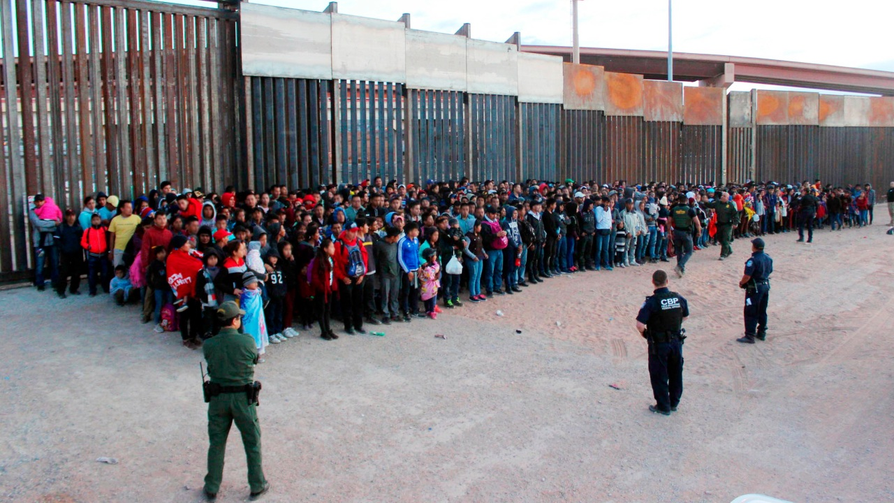Border Patrol: Group of 1,036 migrants caught near El Paso is largest ever found