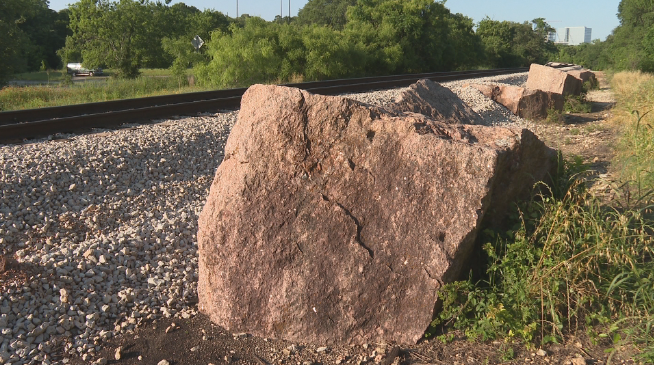 Why capitol builders abandoned these granite blocks in