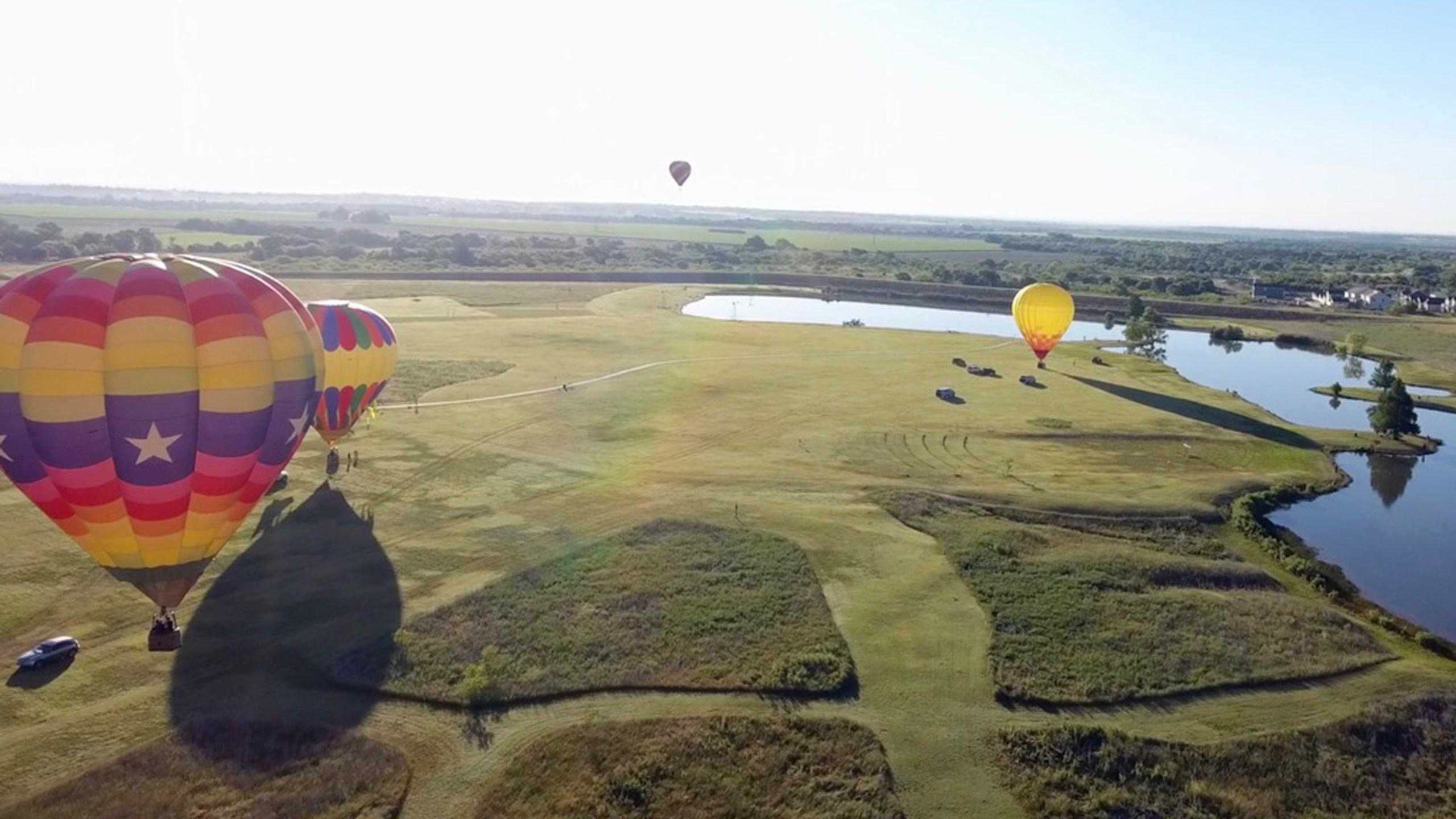 hot air balloons_536518