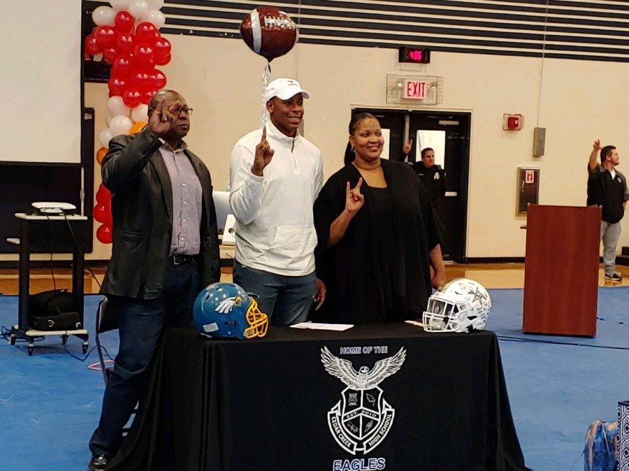 Alfred Collins signs with Texas