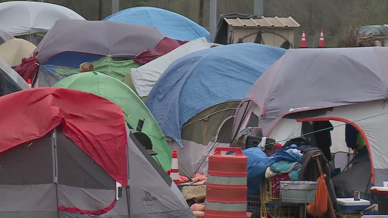 A Texas-wide ban on public camping would make it a crime — lawmakers are considering it Monday