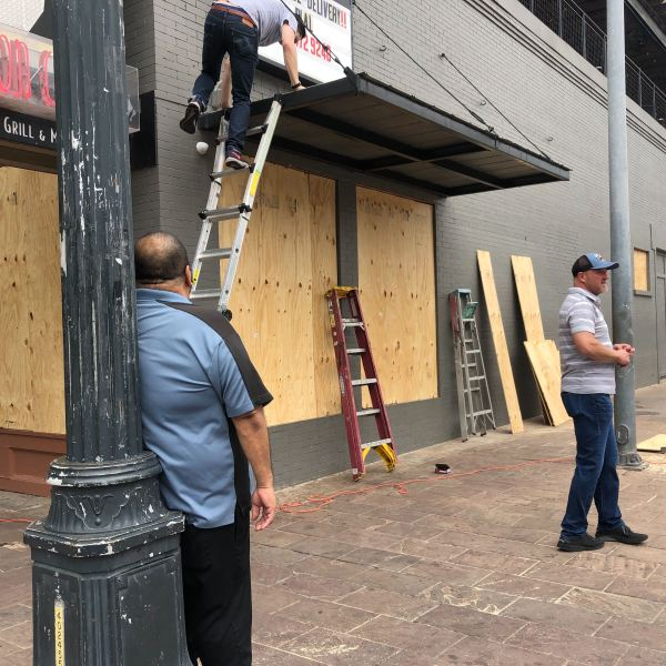 Business owners boarded up their stores and bars on Sixth Street March 19, 2020 (KXAN Photo/Frank Martinez)