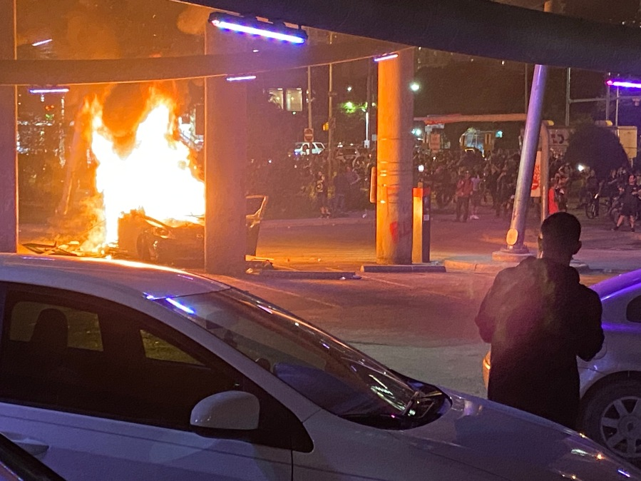 Car on fire Austin protests 5-30-20