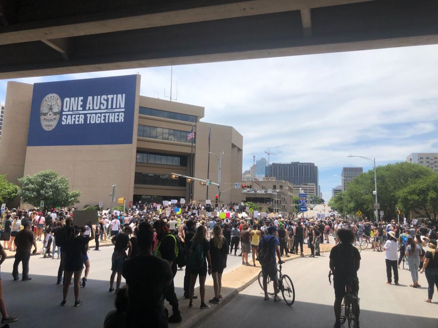 Protests outside APD headquarters 5-30-20