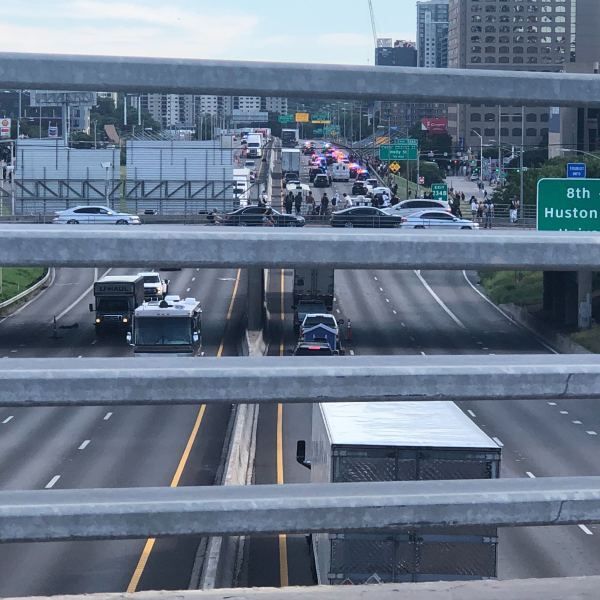 I-35 blocked in downtown Austin protests 5-30-20