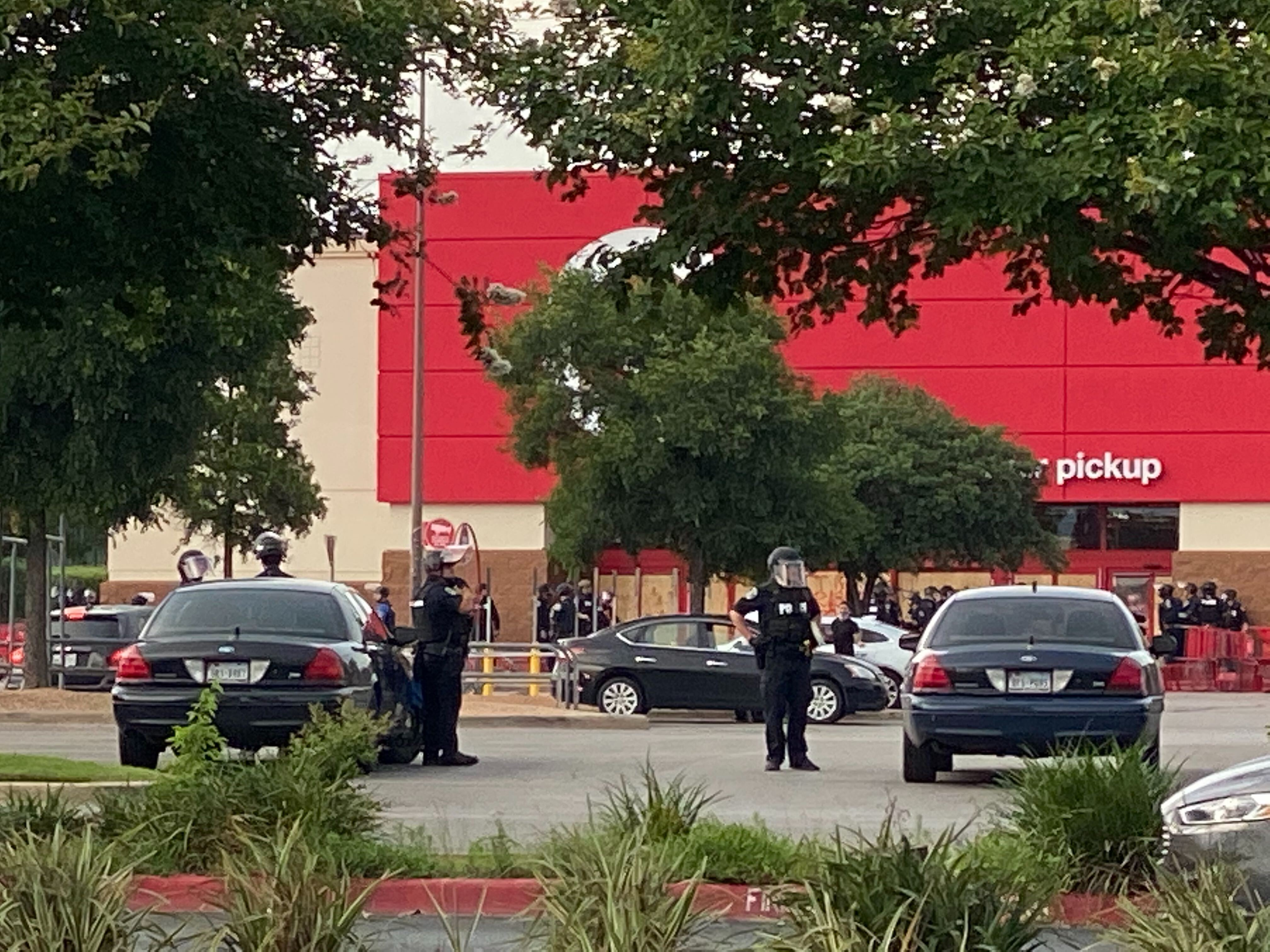 Austin police - looting at Capital Plaza target