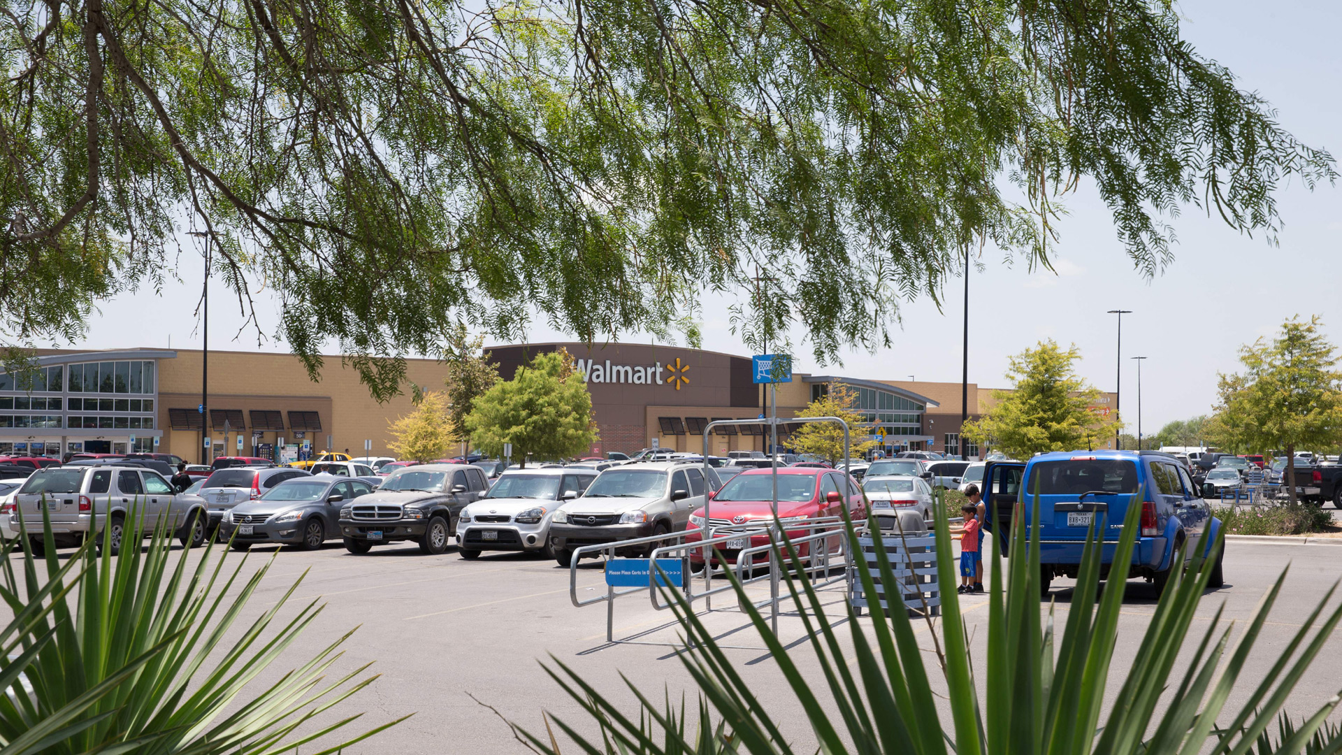 Walmart Turning 160 Of Its Parking Lots Into Drive In Theaters Kxan Austin