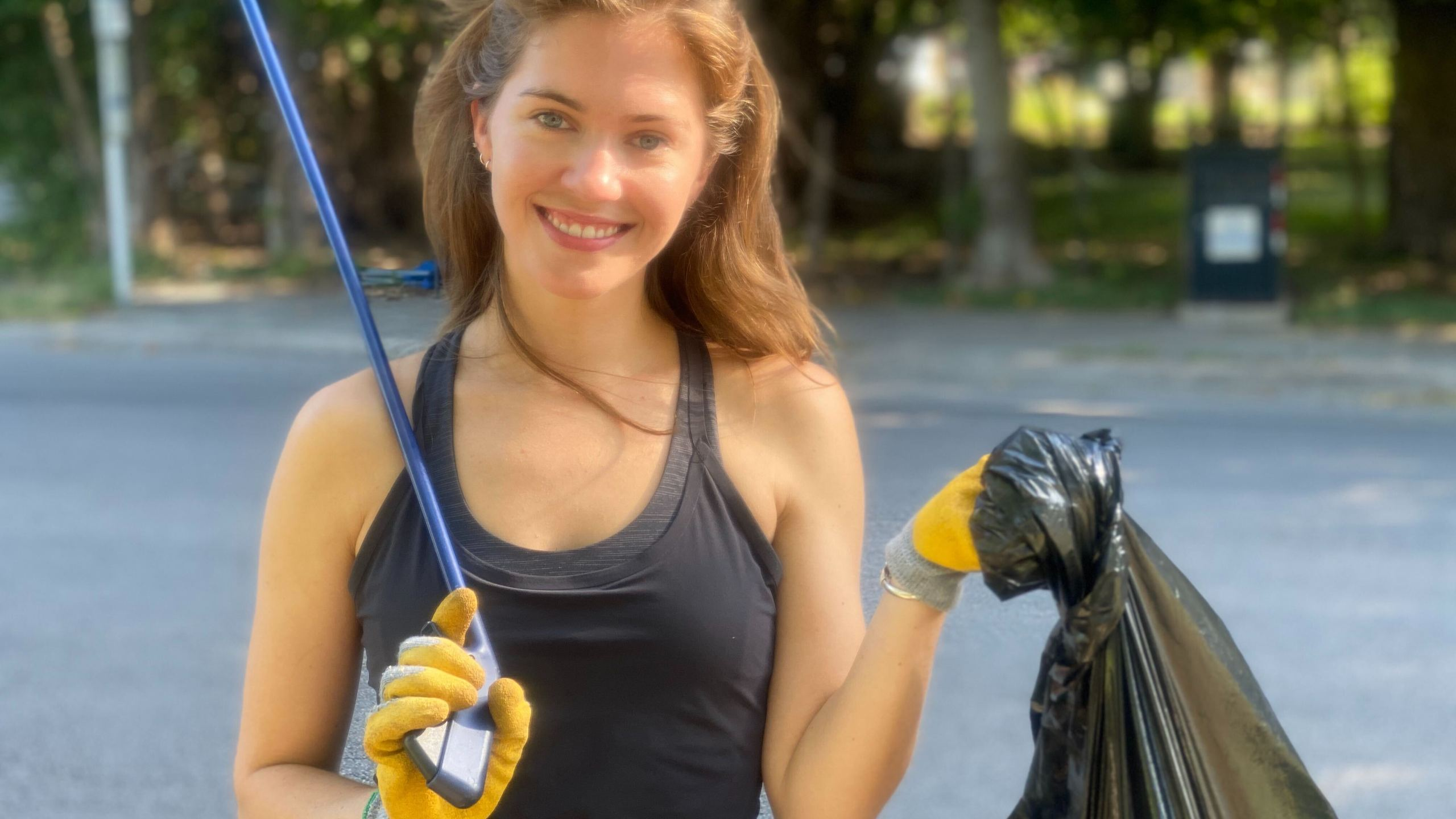 Kelsey Walsh cleans up trash in Austin (KXAN Photo/Todd Bailey)
