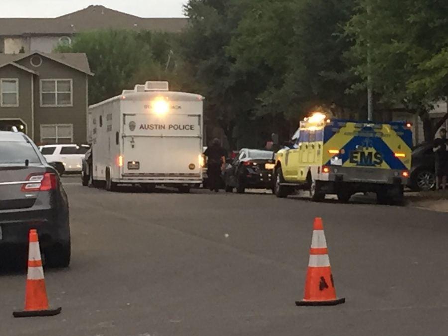 SWAT response in south Austin (KXAN Photo/Juan Salinas)