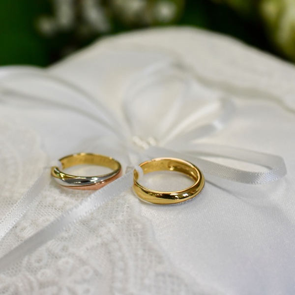 Wedding rings (Photo by MIGUEL MEDINA/AFP via Getty Images)