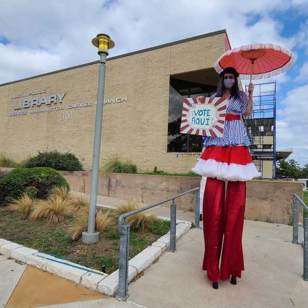 Cirque d'Vote Austin at the George Washington Carver Branch Library polling location Oct. 25 (KXAN/Andrew Choat)