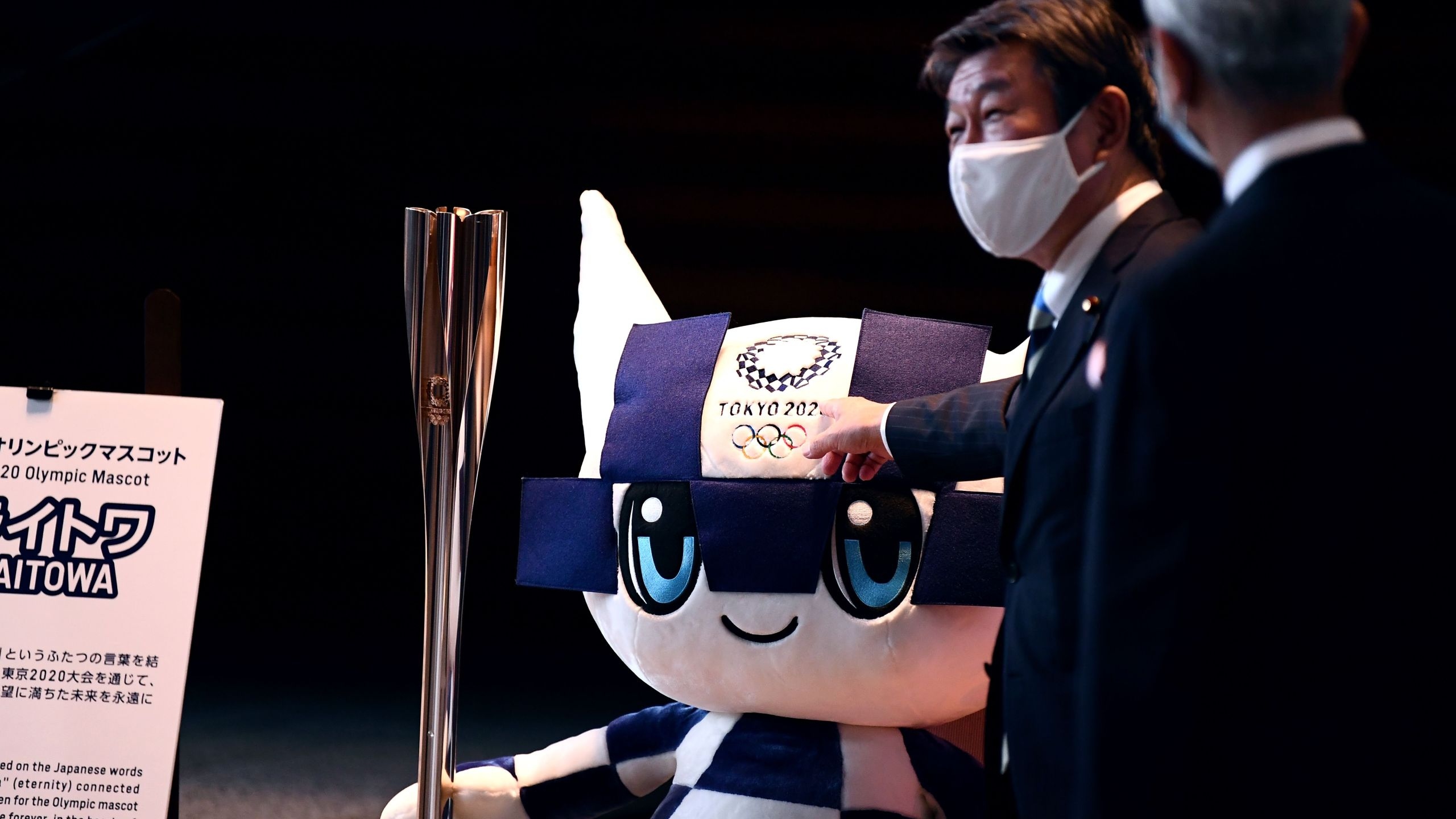 Japan's Foreign Minister Toshimitsu Motegi (L) and India's Foreign Minister Subrahmanyam Jaishankar (R) look at Tokyo 2020 Olympic Games mascot Miraitowa as they leave the prime minister's office following a meeting in Tokyo on October 6, 2020. (Photo by CHARLY TRIBALLEAU / POOL / AFP)