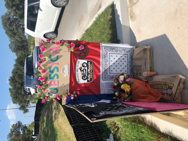 Memorial set up for crash victim Jessica Sears at an H-E-B entrance off South I-35 Frontage Road (KXAN/Amanda Dugan)