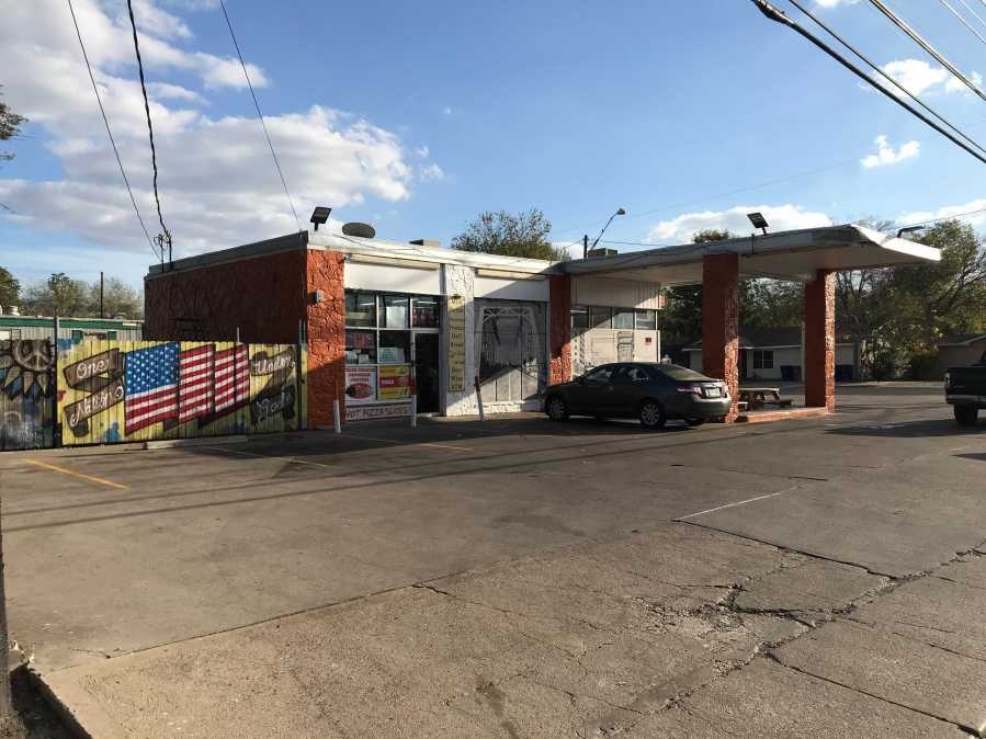 Location of convenience store on Vargas (KXAN Photo/Tim Holcomb)