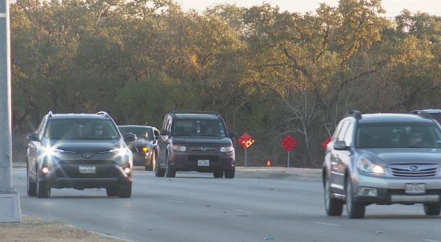 Traffic on Kenney Fort Blvd near Forest Creek Dr. intersection. (KXAN Photo/Candy Rodriguez)