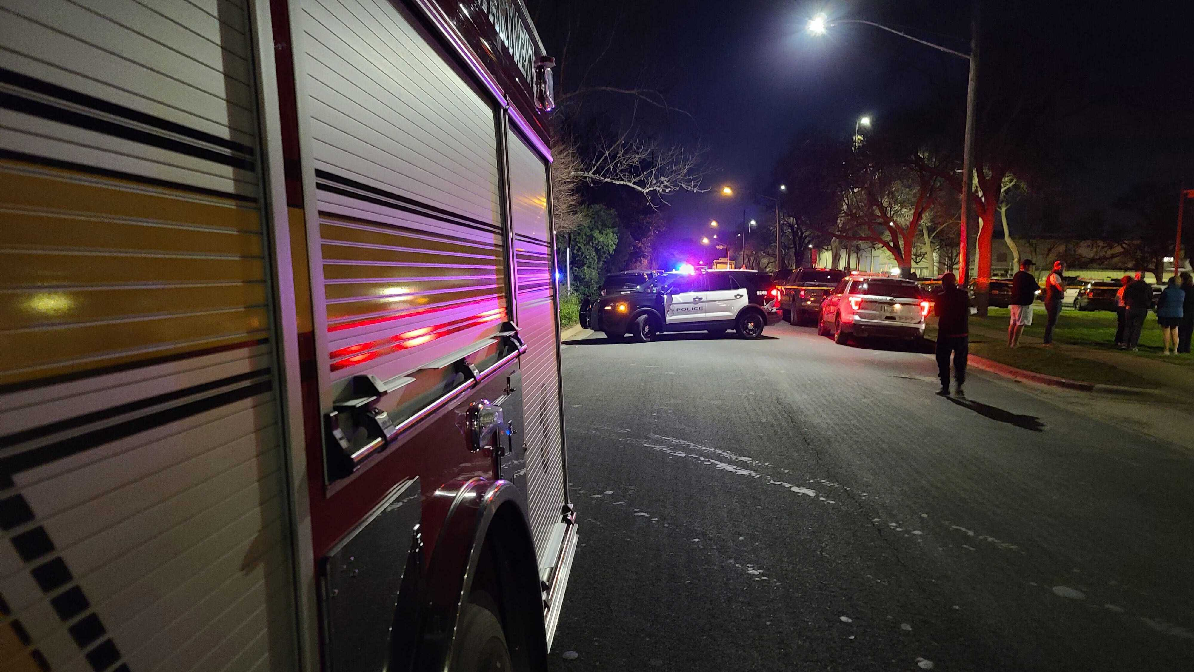 SWAT situation on West 35th Street in central Austin on Jan. 26 (KXAN Photo/Andrew Choat)