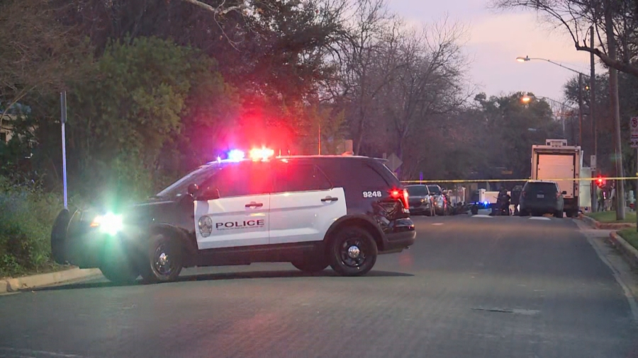 Austin police, SWAT respond to call on West 35th Street near Jackson Avenue in central Austin Tuesday evening (KXAN/Juan Salinas)