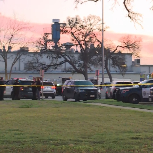 Austin police, SWAT respond to call on West 35th Street near Jackson Avenue in central Austin Tuesday evening (KXAN/Juan Salinas)