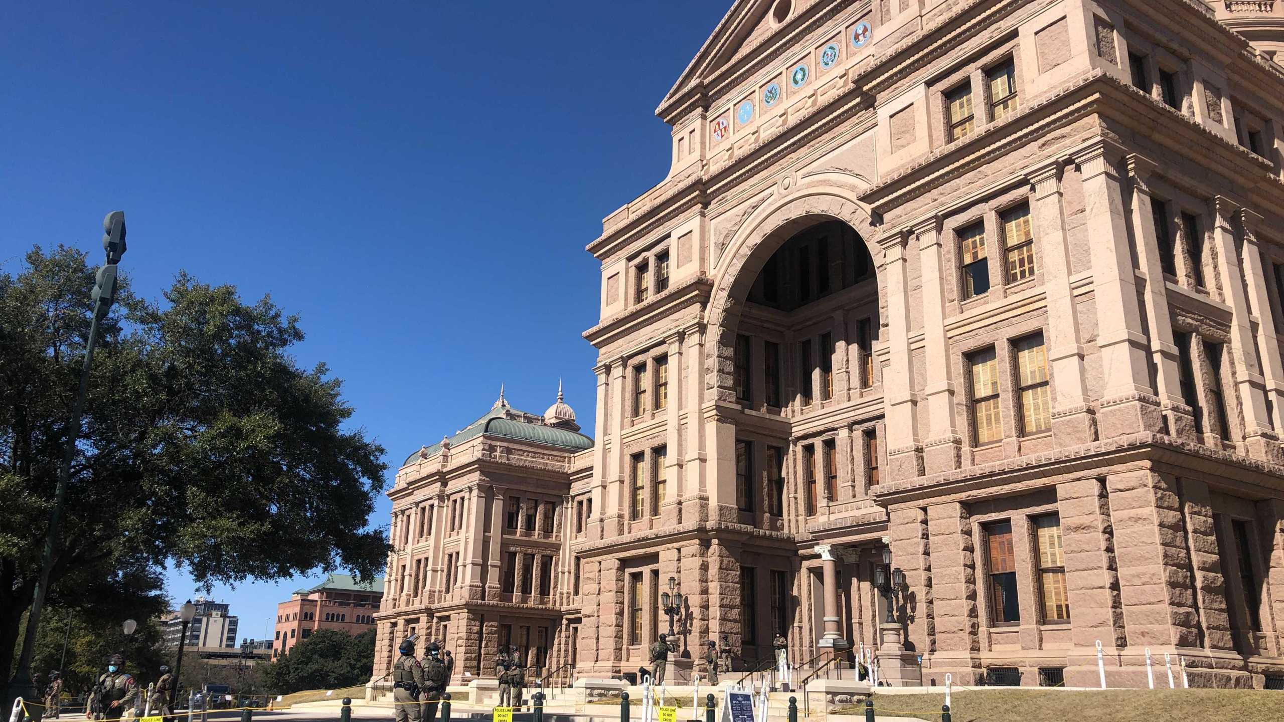 Texas DPS patrols outside the Texas State Capitol as the legislative session gets underway and Inauguration Day inches closer (KXAN/Frank Martinez)