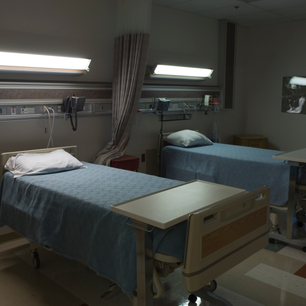 Empty beds in a hospital room (Getty Images)