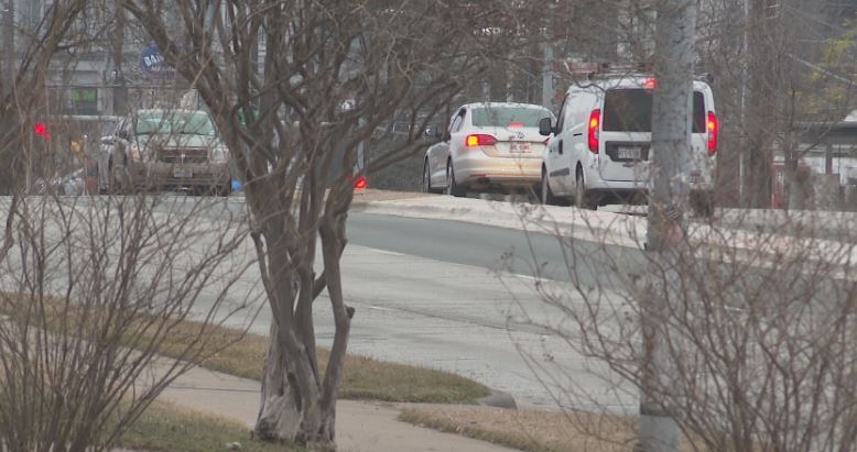 Drivers wait to take a left turn on to Royal Crest Drive from East Riverside Drive. (KXAN Photo/Candy Rodriguez)