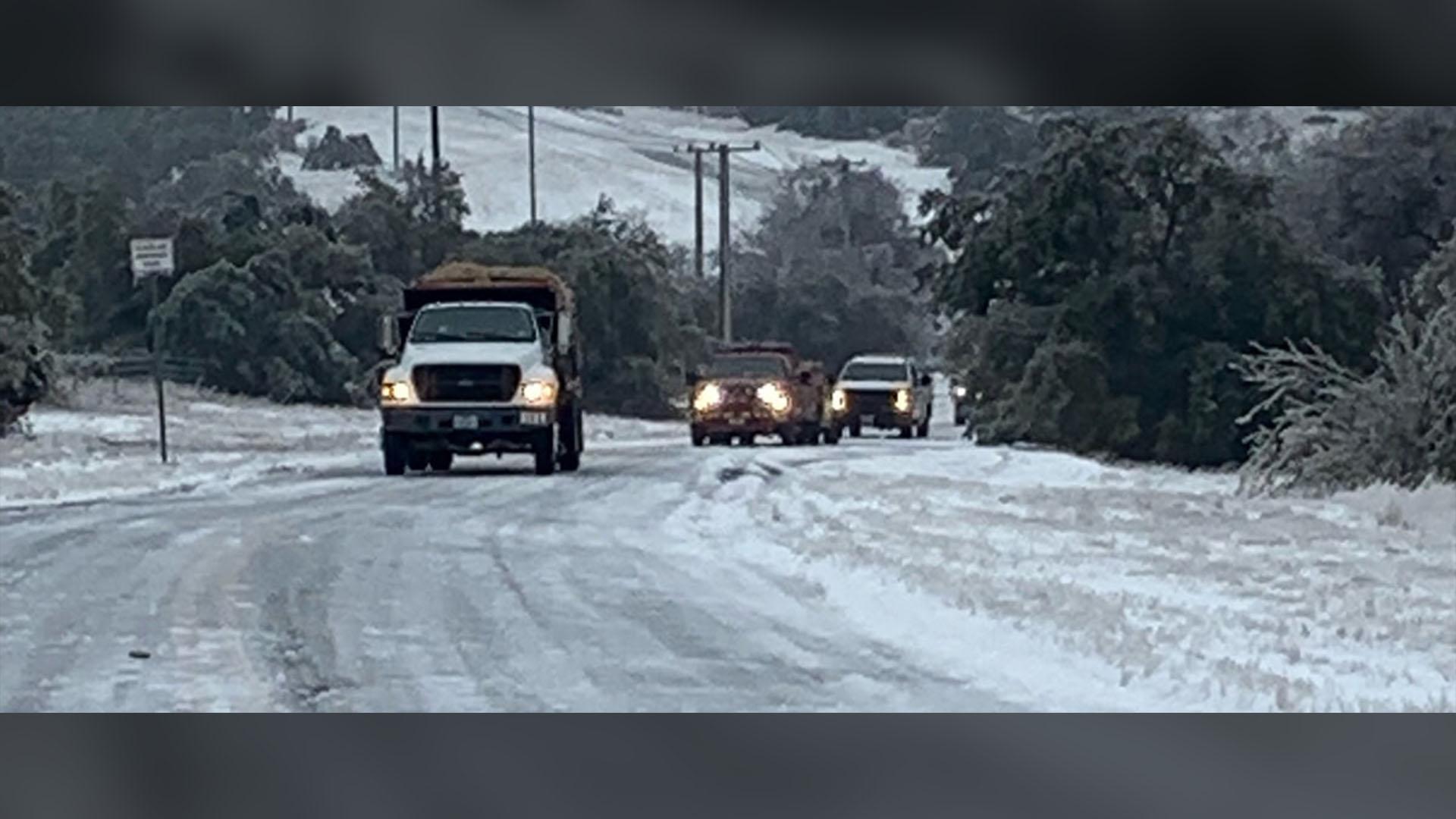 Round Rock Utilities team hauls a 1,000-gallon fuel tank through snowy terrain