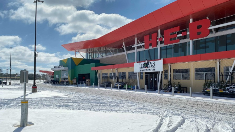 HEB grocery store with snow
