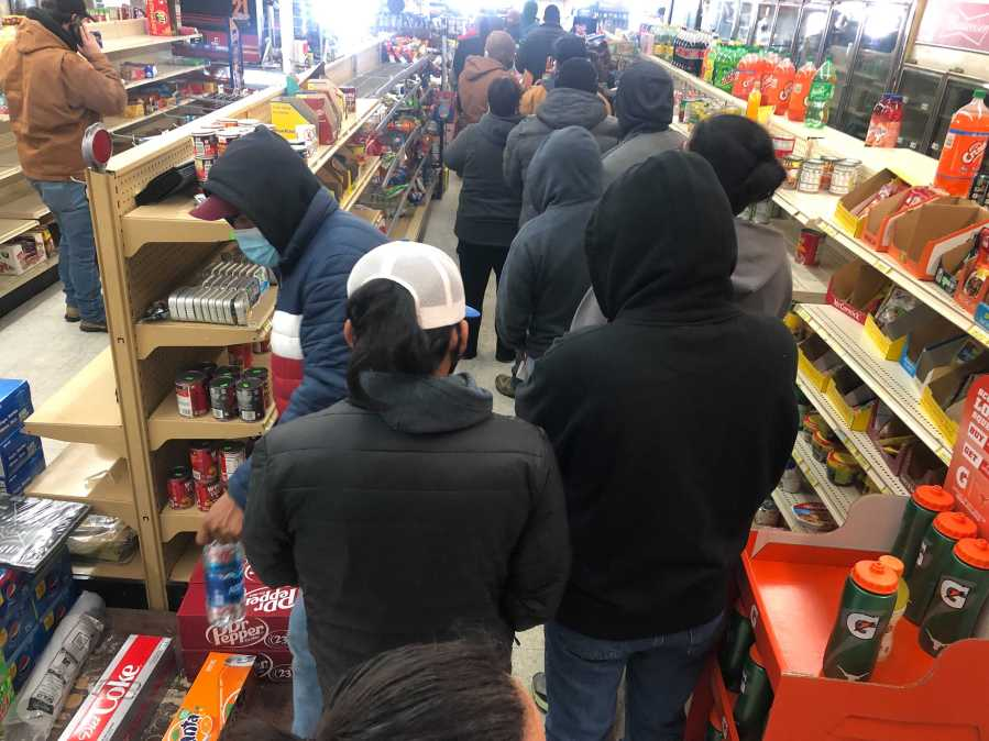 Manor Grocery line on Feb. 16, 2021 (KXAN/Frank Martinez)