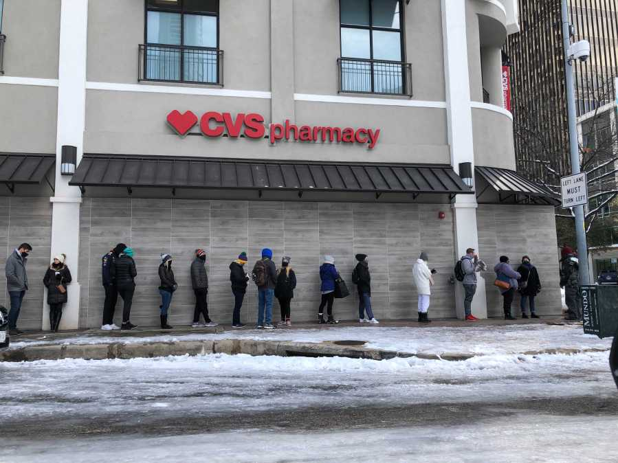 People line up outside a downtown Austin CVS Feb. 16, 2021 (KXAN Photo/David Yeomans)