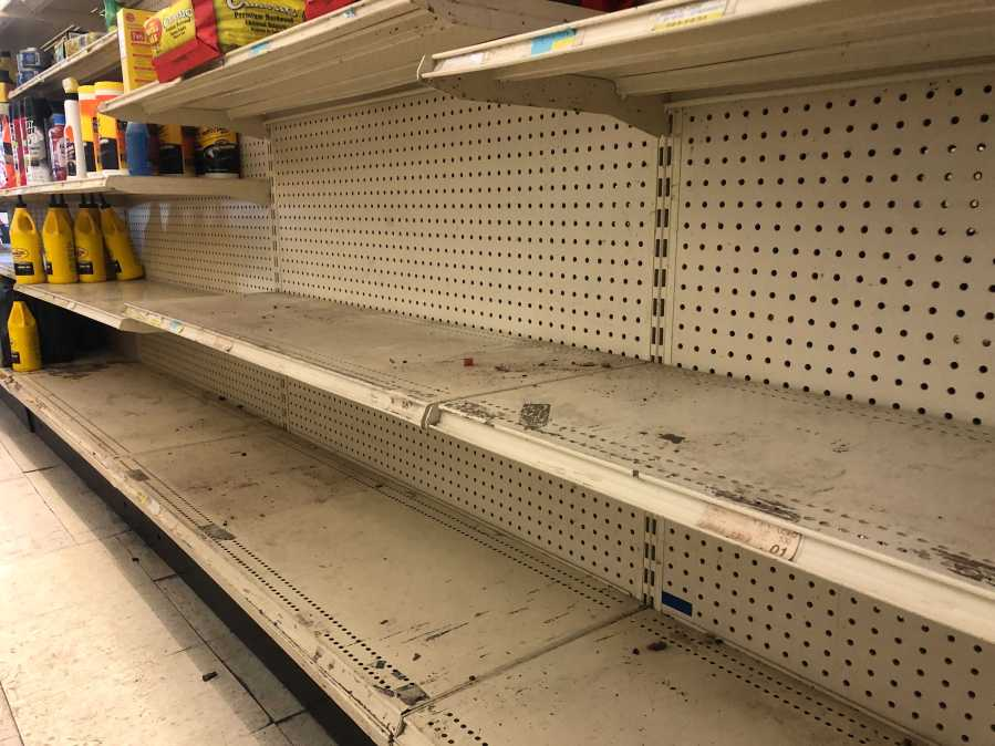 Manor Grocery shelves Feb. 16, 2021 (KXAN/Frank Martinez)