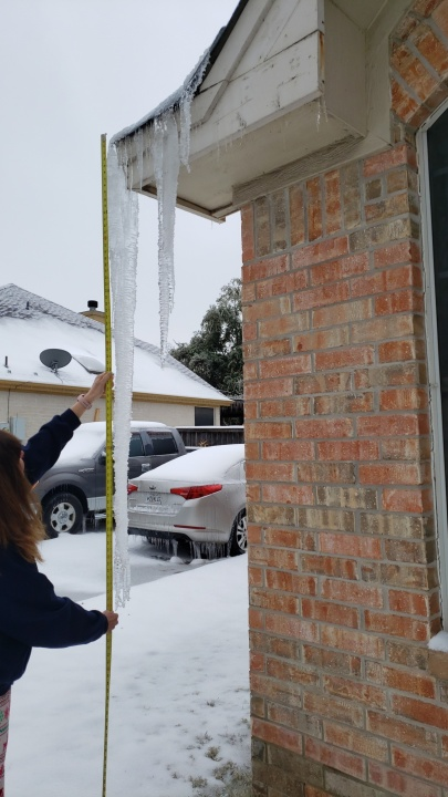 Icicle in Georgetown nearly six feet long