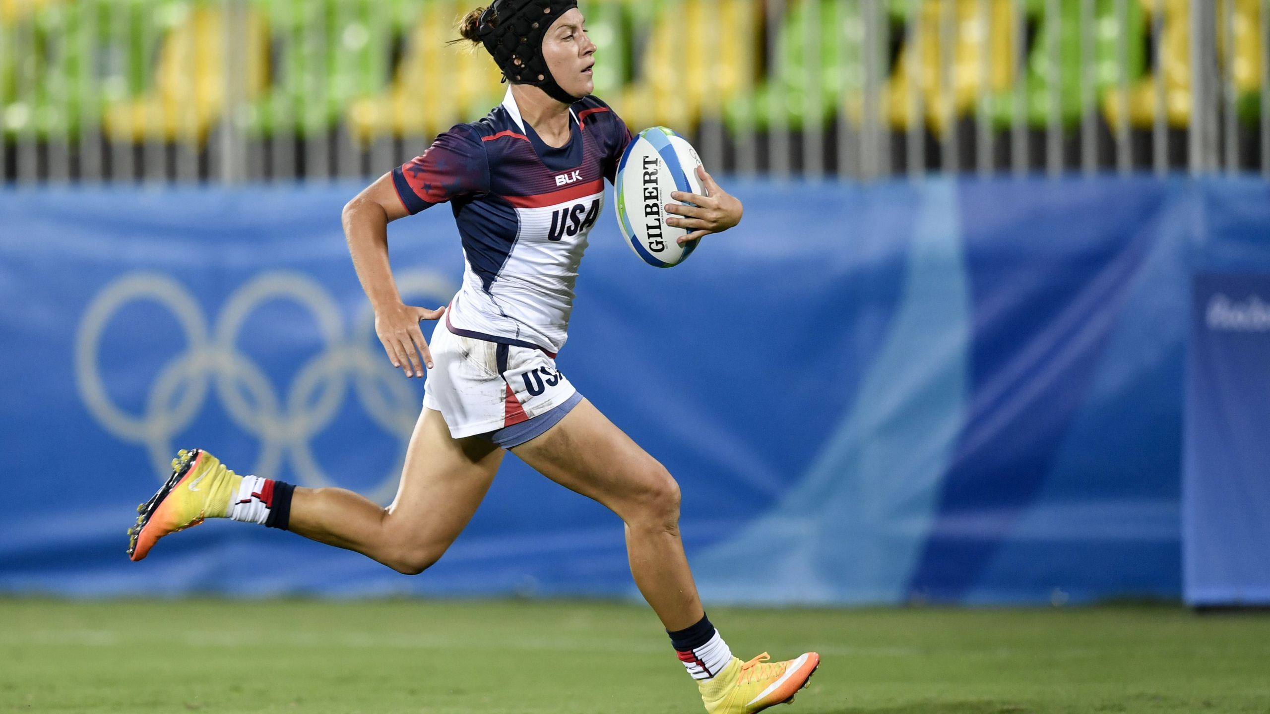 USA's Lauren Doyle scores a try in the womens rugby sevens match between Colombia and USA during the Rio 2016 Olympic Games at Deodoro Stadium in Rio de Janeiro on August 6, 2016. / AFP / PHILIPPE LOPEZ (Photo credit should read PHILIPPE LOPEZ/AFP via Getty Images)